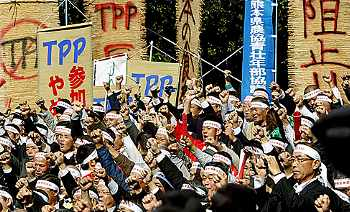Photo: Demonstrators in Tokyo protest Japan's involvement with TPP.