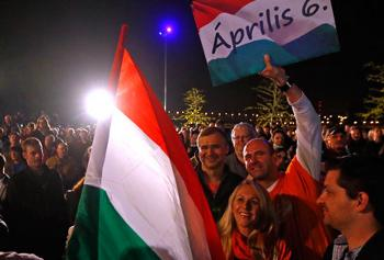 Supporters of ruling Fidesz party wait for the preliminary results of parliamentary elections in Budapest April 6, 2014. (Reuters / Laszlo Balogh)